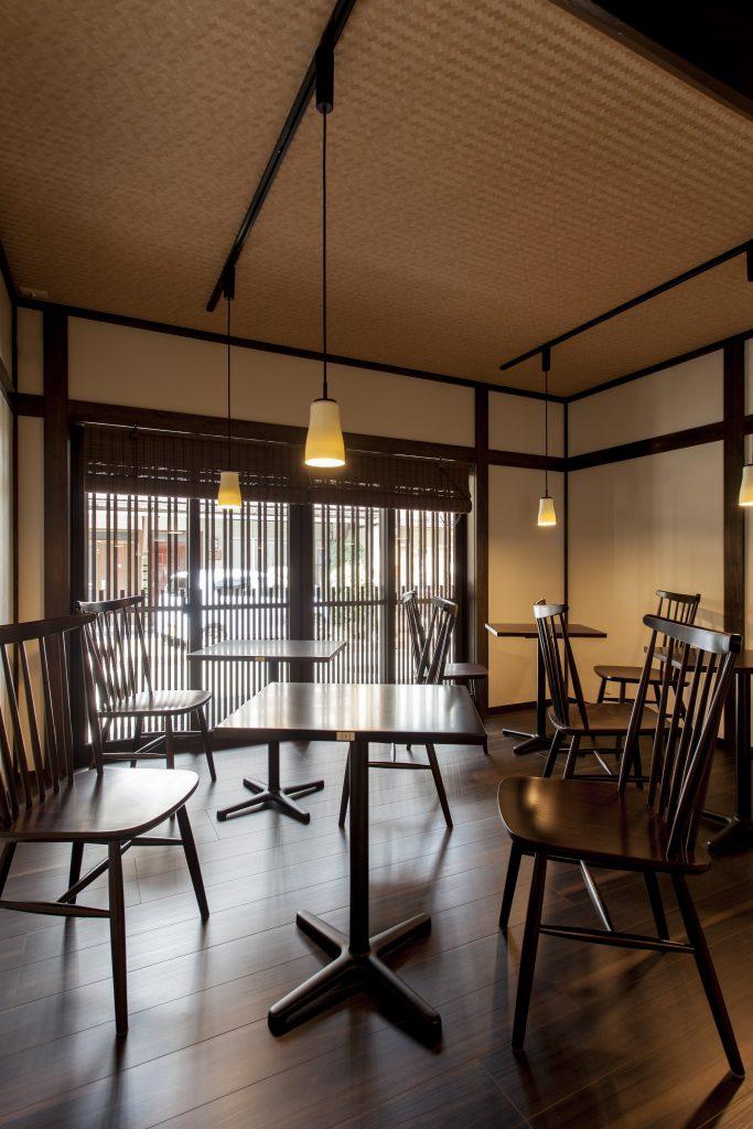 伝統的建造物群保存地区の住宅をカフェにリノベーション
