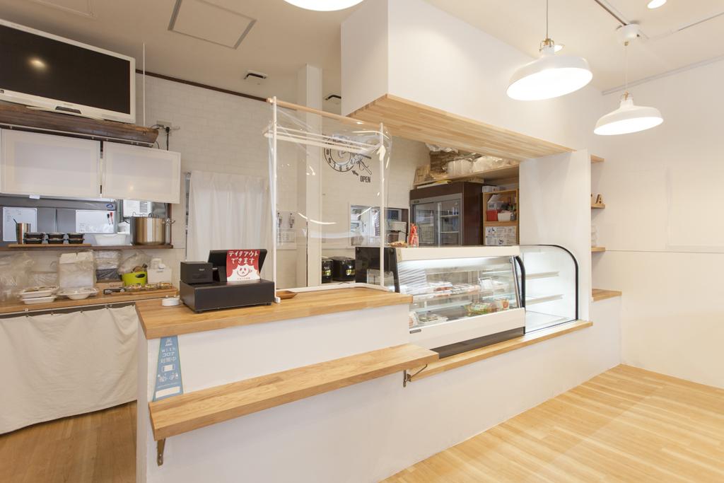 岐阜市 白を基調とした明るい店舗 Kitchen KAYA